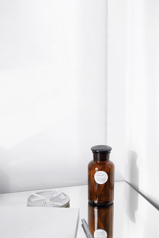 DIY-Ideen: Weihnachtsgeschenke selber machen: Glasgefäß mit gemeinsamen Erinnerungen füllen als günstige Geschenkidee. | Tasteboykott.