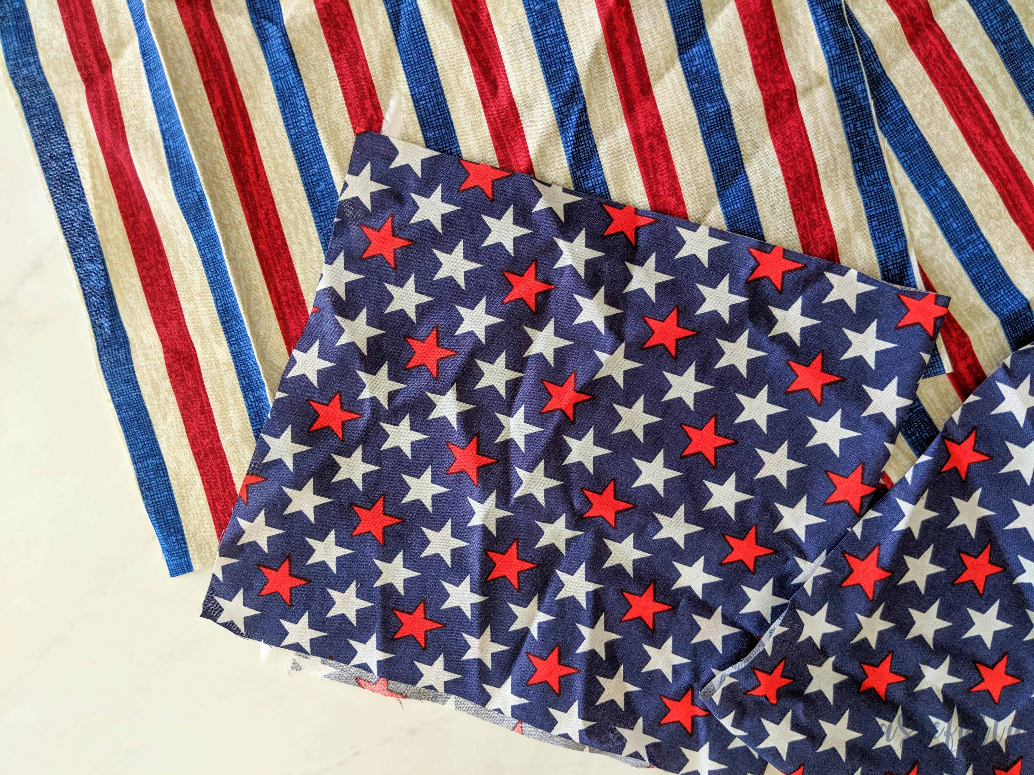 This patriotic fabric banner is easy to make with the Cricut Maker!