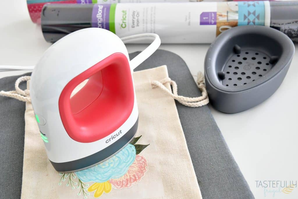 Learn all about the new Cricut EasyPress Mini including how it works, what it does and project ideas!