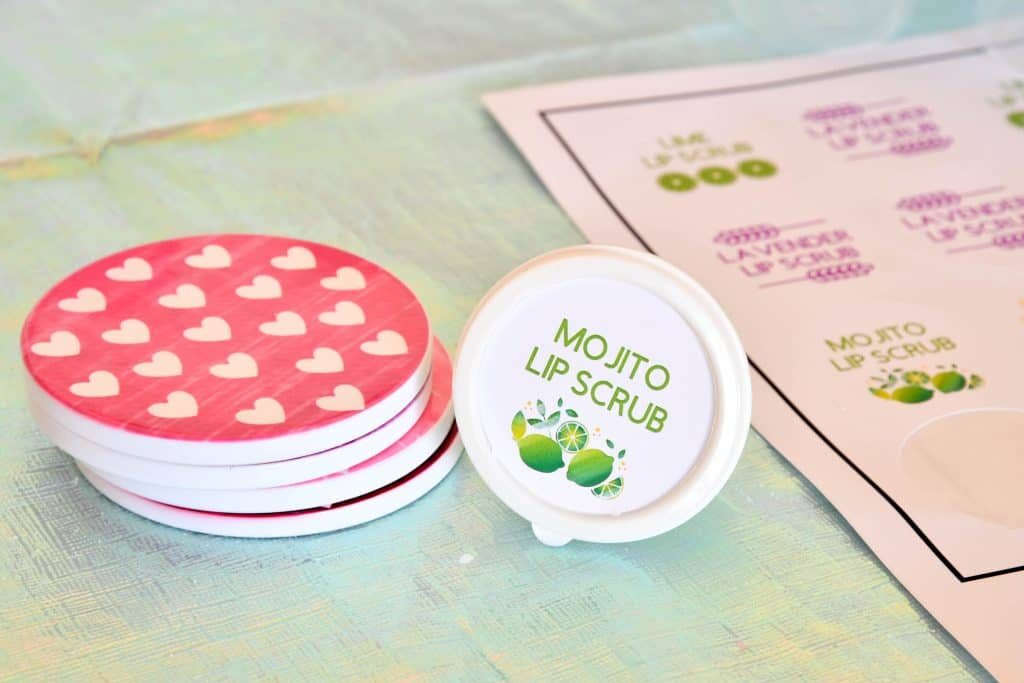 Easy and Affordable Valentine Party Ideas you can make with your Cricut #ad