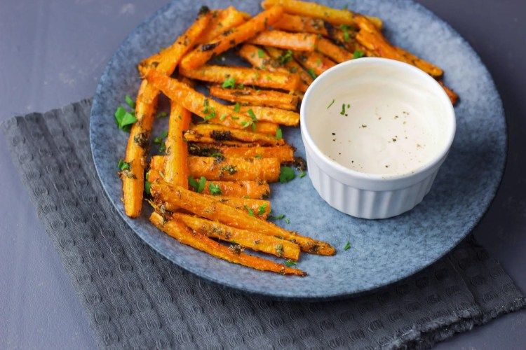 Carrot fries with garlic and VeGaN parmesan