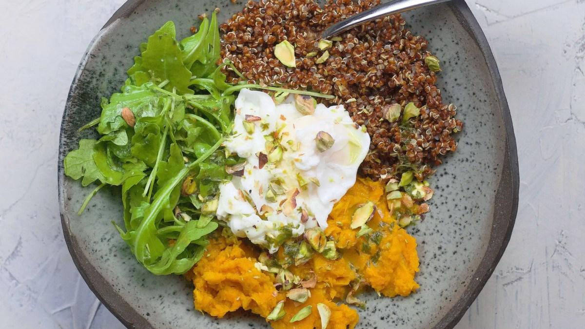 Healthy bowl with red quinoa (sweet potato, poached eggs and lemon dressing)