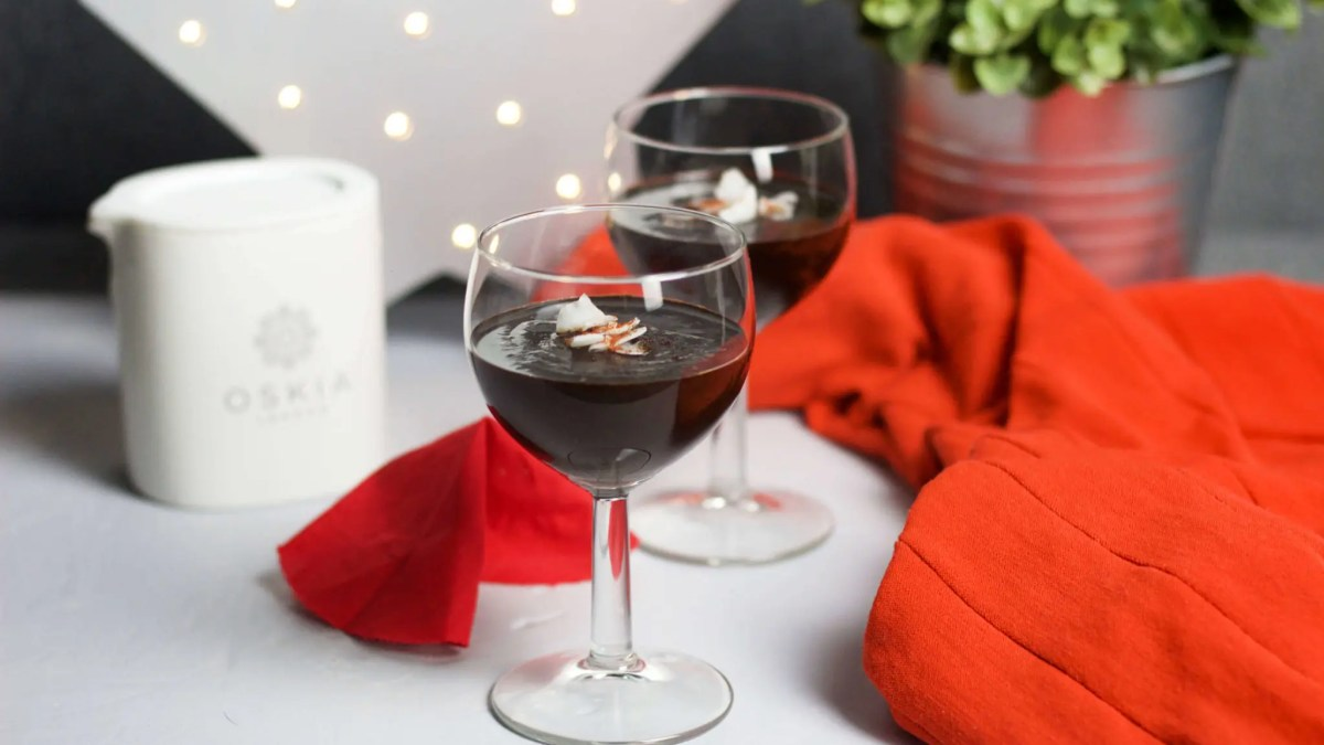 Chocolate cream from dates, chili, and cocoa (VeGaN) – the best for Valentine's day