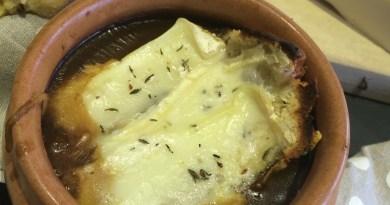 French Onion Soup - Soupe a l'oignon Lyonnaise