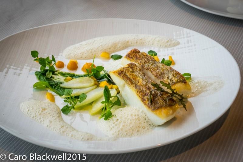 Lieu Jaune - Filet rôti, mouselline de pak choï, salpicon de mangue & emulsion à la sauge