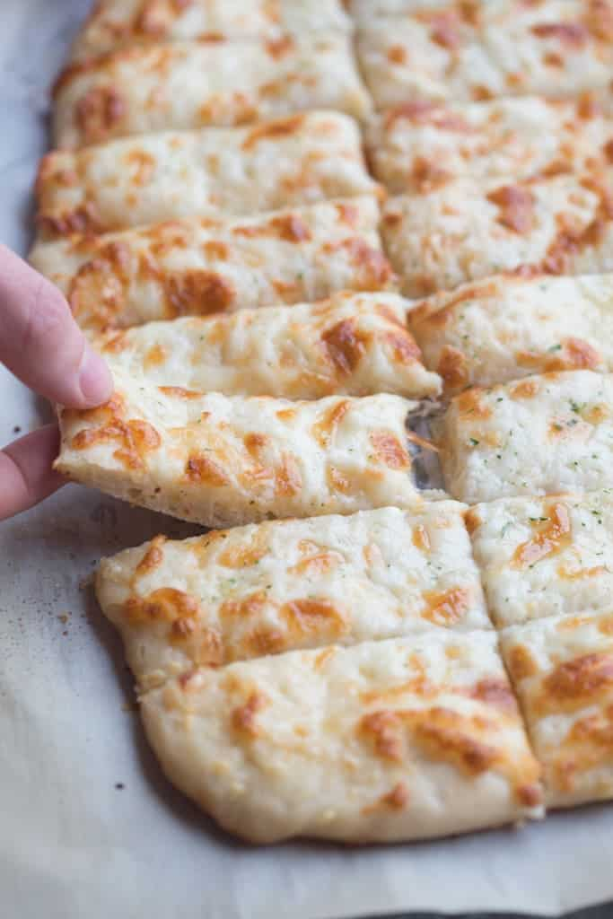 how to make garlic pizza bread from scratch