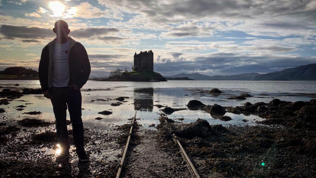 I højsæsonen er der rigtig mange turister i Skotland. Så hvis muligt, så planlæg din rejse til Skotland udenfor højsæsonen.