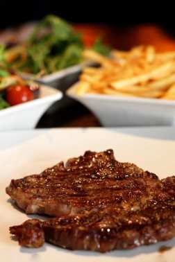 L'Entrecote_steak_NickyKelvin