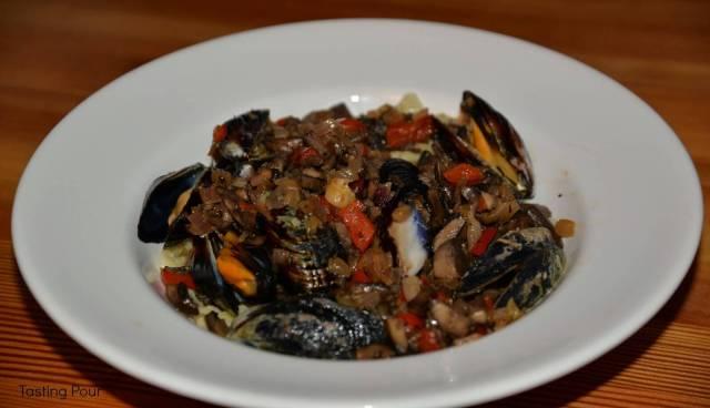 Mussel, onion, mushroom pasta