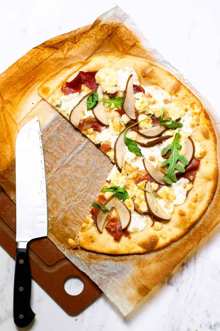 Pear, prosciutto, and gorgonzola pizza