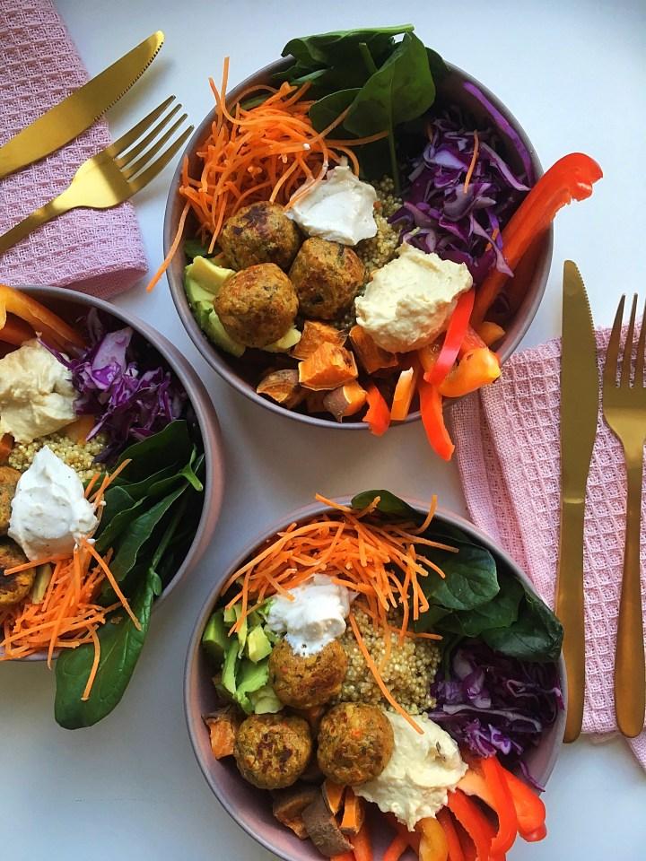 Quinoa falafel bowl (V)