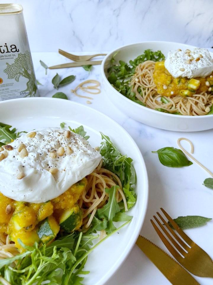 Spaghetti met pompoensaus en burrata