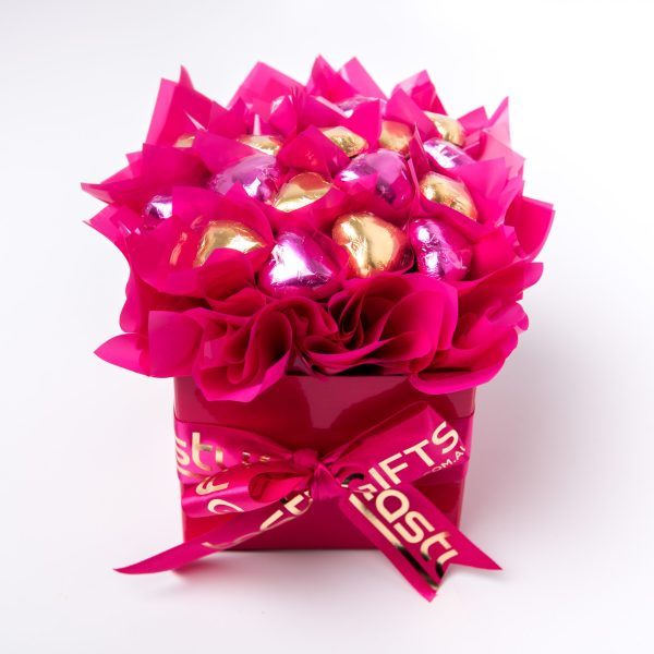 19 pink & gold milk chocolate hearts in a small pink box