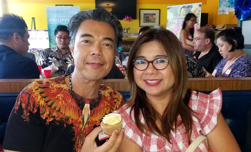 Allan Alvarez of KNDI Radio and his wife, Atty. Rhoda Yabes-Alvarez enjoying a Kamayan Lunch