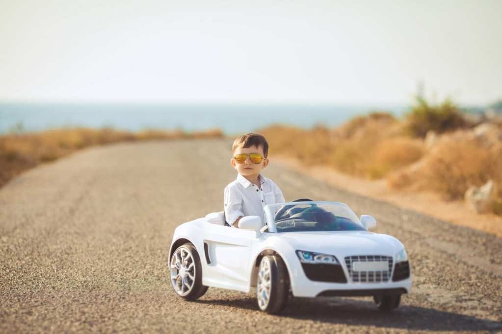 HOW TO TEACH YOUR KIDS ABOUT DRIVING FROM A YOUNG AGE
