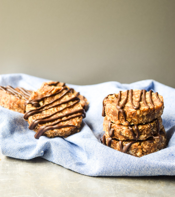 No Bake Clif Bar Cookies - only simple wholesome ingredients in these energy boosting no-bake treats. Gluten free and no refined sugar added! | tastythin.com