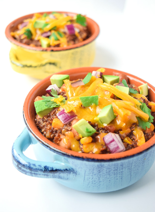 Slow Cooker Quinoa & Bean Chili - a fast and versatile vegetarian chili that is low in fat and high in protein! | tastythin.com