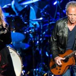 SingerLindsey Buckingham Suing Fleetwood Mac