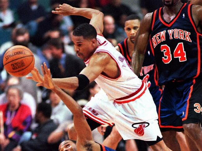 Ex NBA Star Eric Murdock is Suing United Airlines Along with a Fellow Passenger