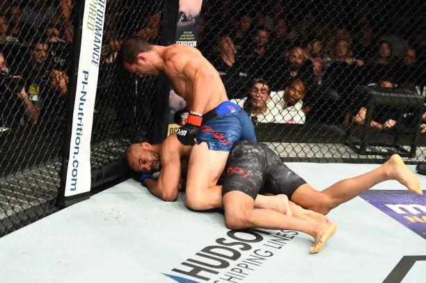 Luke Rockhold venceu David Branch após aplicar sequência de golpes no ground and pound (Foto: Getty Images)