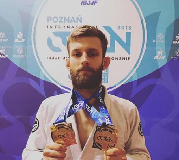 Adam Wardzinski levou o ouro duplo na disputa do Poznan Open (Foto: Reprodução)