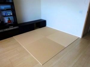 光の当たり方によっては畳の色の濃淡が鮮明に出ます