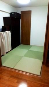 フローリングの部屋に置き畳を敷き詰める