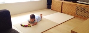 寝返りを始めた子どもが遊べるスペース