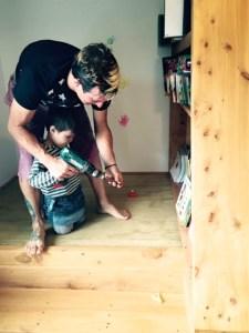 ニュージーランド在住のご家族が畳スペースをお子様とDIY