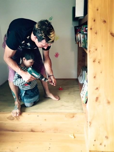 ニュージーランドで畳のスペースを作る家族