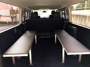 トヨタハイエースに市松ブラックの畳。これはシブいです!