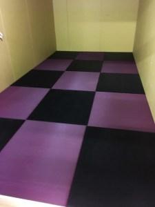 ワイン色の畳。今まで無かったこんな色。