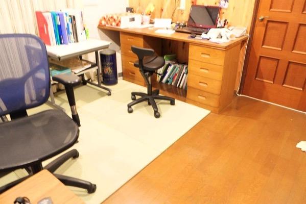 畳を敷いた後の事務所