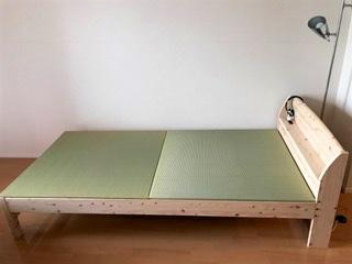 熊本産イ草の畳を敷いたベッドを横から
