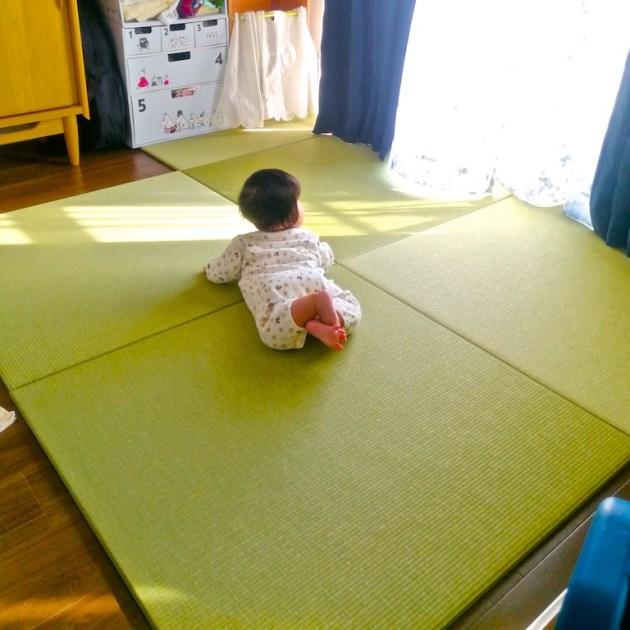 赤ちゃんと畳3