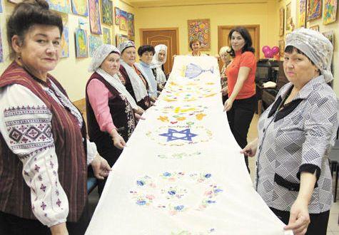 Татарочки из Пушкино приняли участие в изготовлении «Скатерти мира»