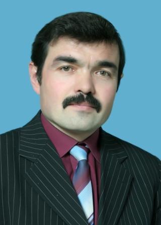 Директор гимназии Идрисов Равиль Рифгатович