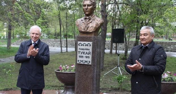В Семее открыли памятник татарскому поэту Габдулле Тукаю