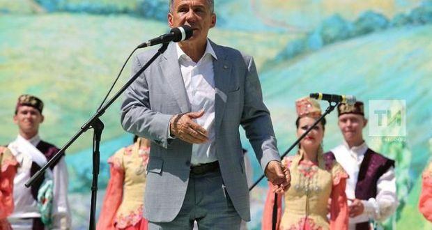 Татарстан Республикасы Президенты казанлыларны Сабан туе белән котлады.