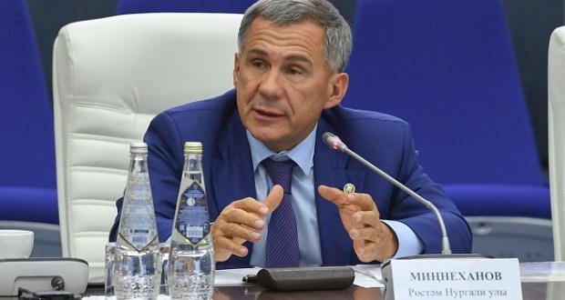 Рустам Минниханов призвал татарских предпринимателей заниматься электронной торговлей
