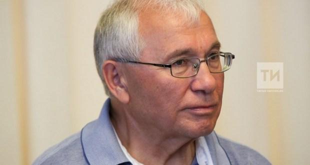 Разил Вәлиев мәктәптә туган телләрнең Россия Конституциясе буенча укытылачагына өметләнә