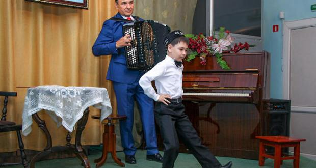 Семейда Татар сәнгать мәктәбен тәмамлаучылар концерт куйган
