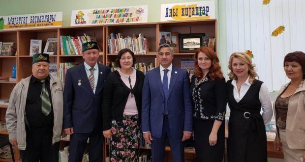 Василь Шайхразиев ознакомился с библиотекой башкирской и татарской литературы