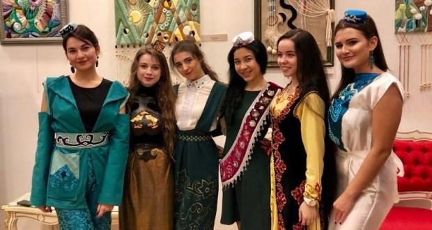 В Москве прошел конкурс моды национального костюма