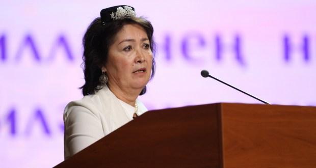 Супруга экс-президента Кыргызстана выступила перед делегатами Всемирного съезда татарских женщин