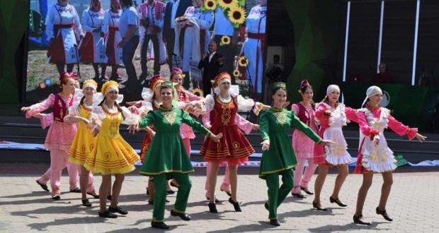 Около семи тысяч человек пришли в воскресенье на юбилейный Сабантуй в Домодедово