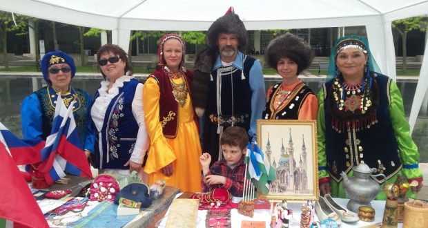 Canadian Tatars and Bashkirs at the Taste of Russia Russia Festival