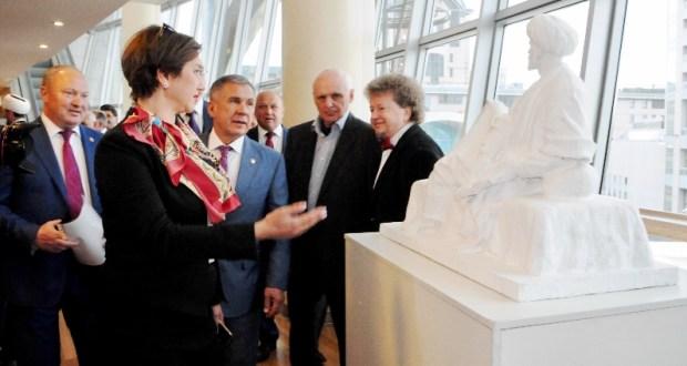 Tatarstan presented with a sculpture of Kul Gali