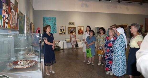 В Новокузнецком художественном музее открылась выставка «Искусство казанских татар»