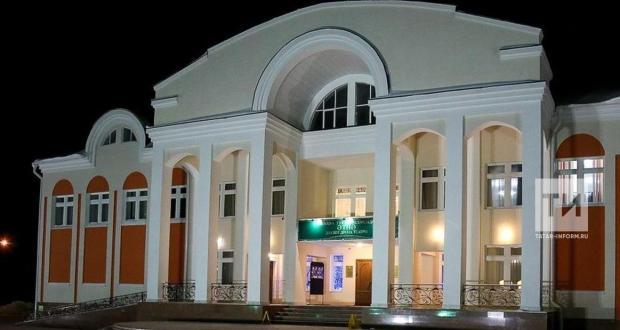 Әтнә театры Кырымга китте